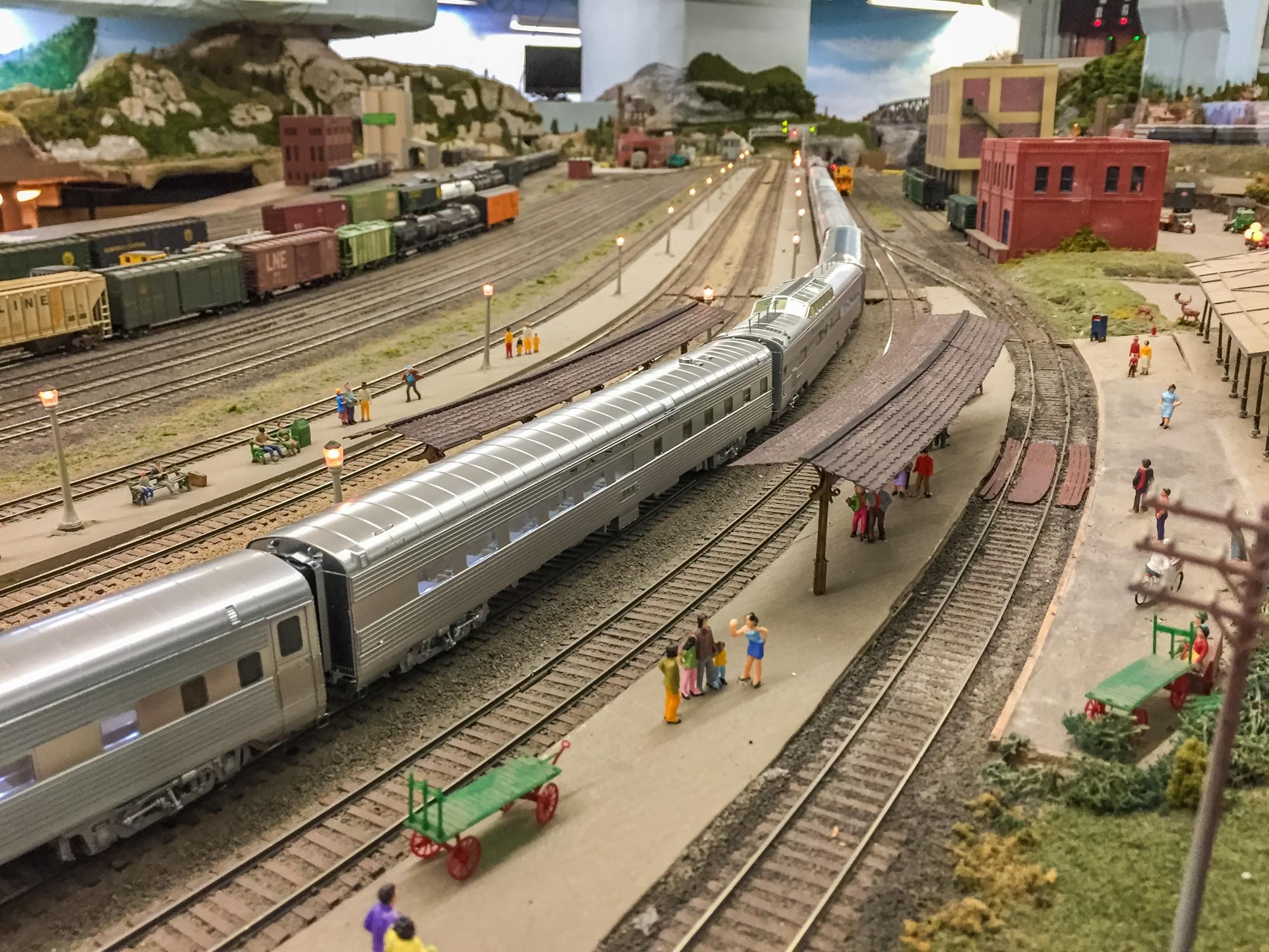 Rod Stewart donates 10 000 after model railway club vandalised