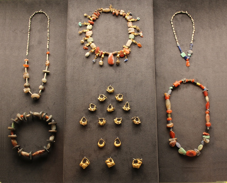 Gold-Jewelry-Louve - r