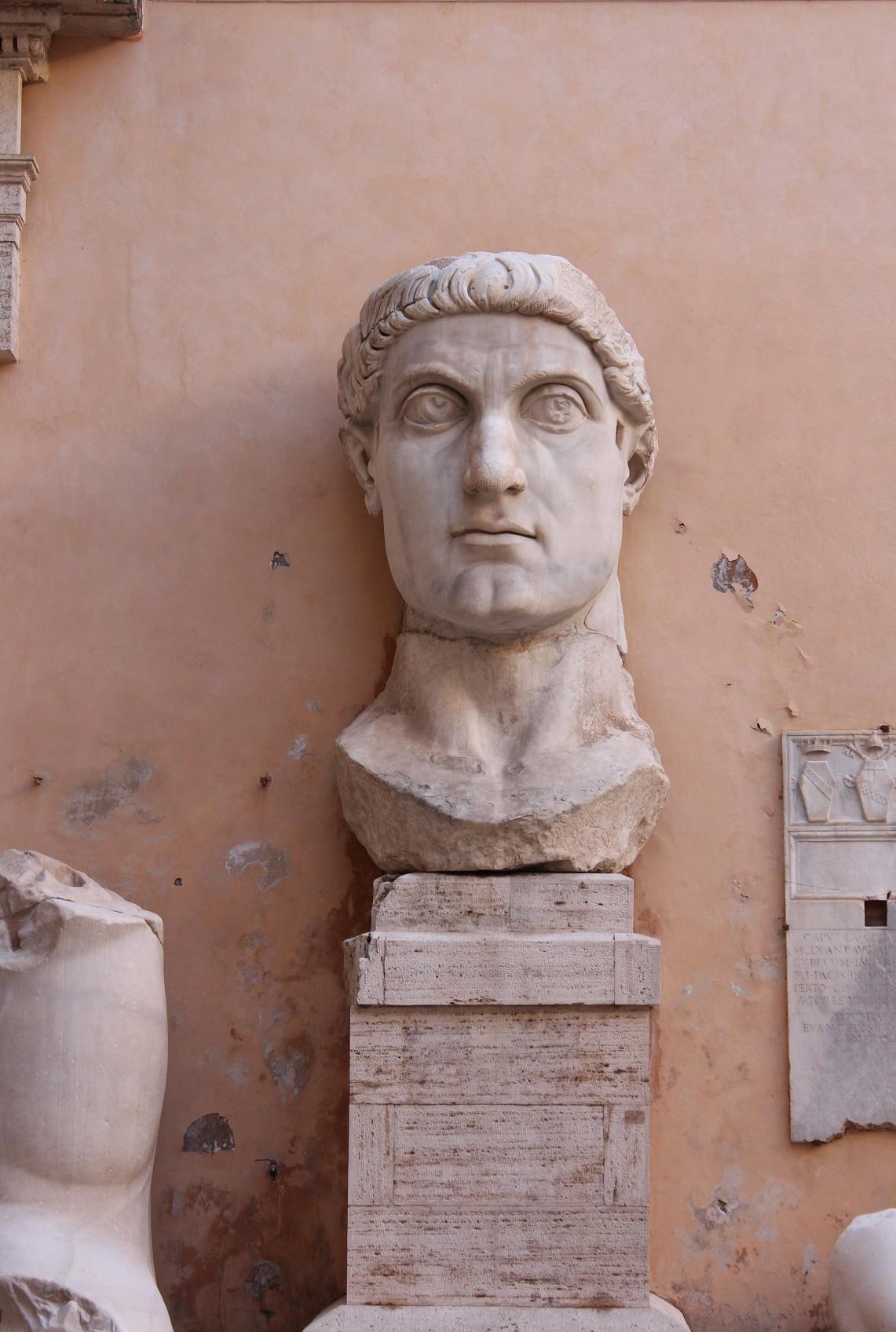 Constantine-Bust (R)