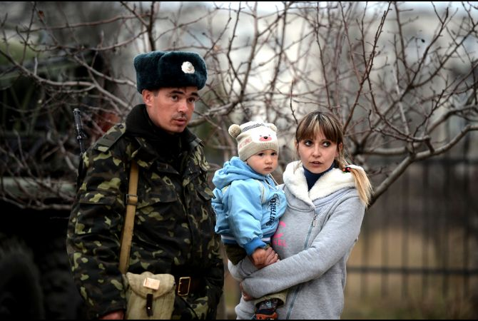 ukrainian_soldier_with_family