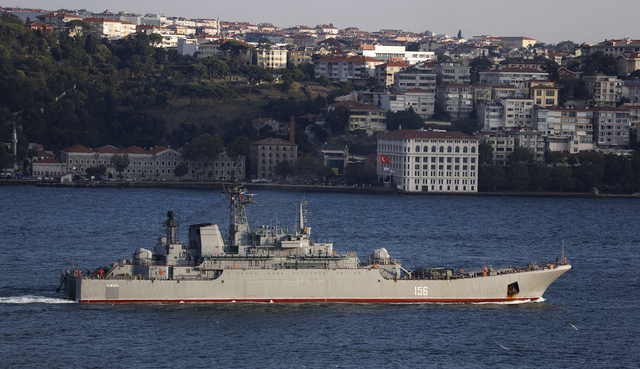The Russian Navy large landing ship Yamal sets sail in the Bosphorus, on its way to the Aegean Sea, in Istanbul September 13, 2014. REUTERS/Murad Sezer (TURKEY - Tags: POLITICS MILITARY MARITIME) - RTR463PZ