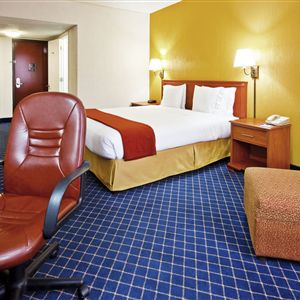 Holiday Inn Express Hotel & Suites Nashville-I-40&I-24(Spence Ln)
