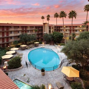 Embassy Suites Phoenix Airport at 24th Street><span class=