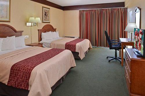 Red Roof Inn and Suites Newark - University in Newark, DE