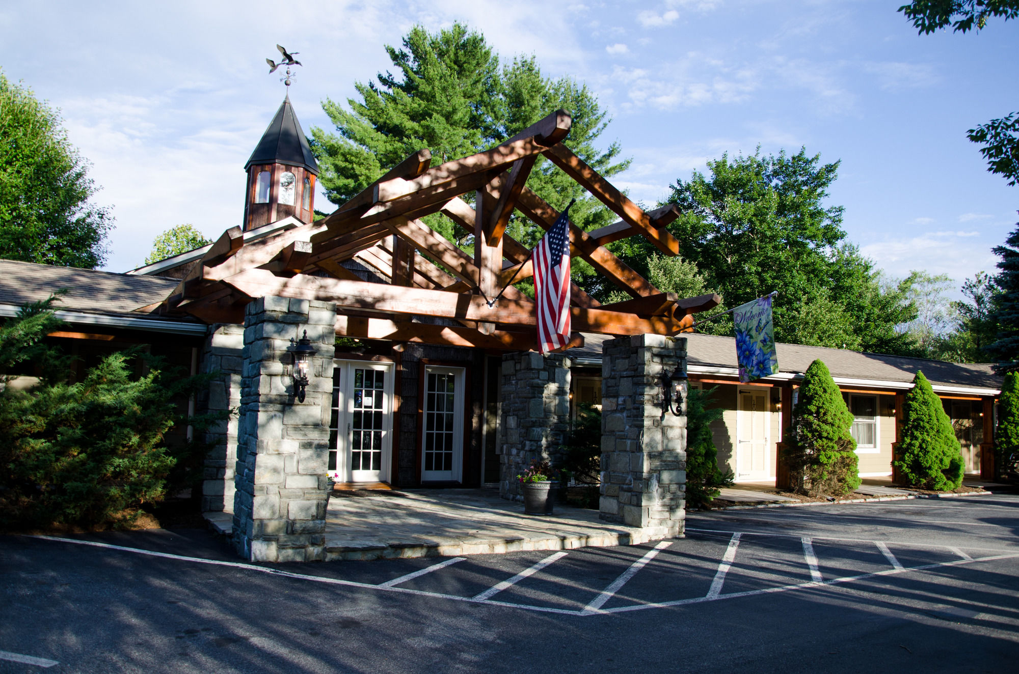 blowing rock hotel coupons for blowing rock north. Black Bedroom Furniture Sets. Home Design Ideas