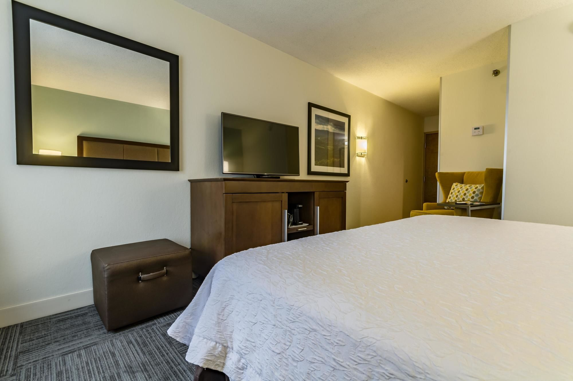 Discount coupon for hampton inn winchester university mall for Affordable furniture va winchester va
