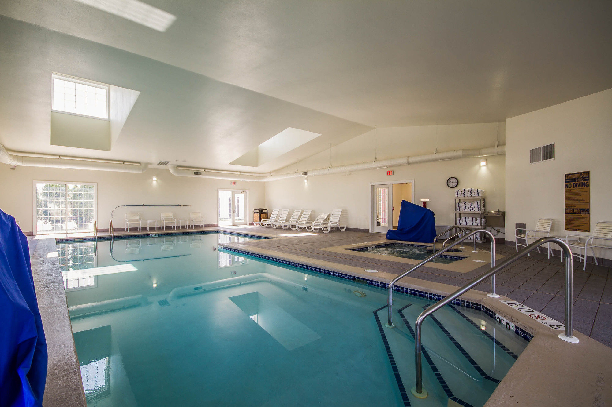 Fond du lac hotel coupons for fond du lac wisconsin for North fond du lac swimming pool