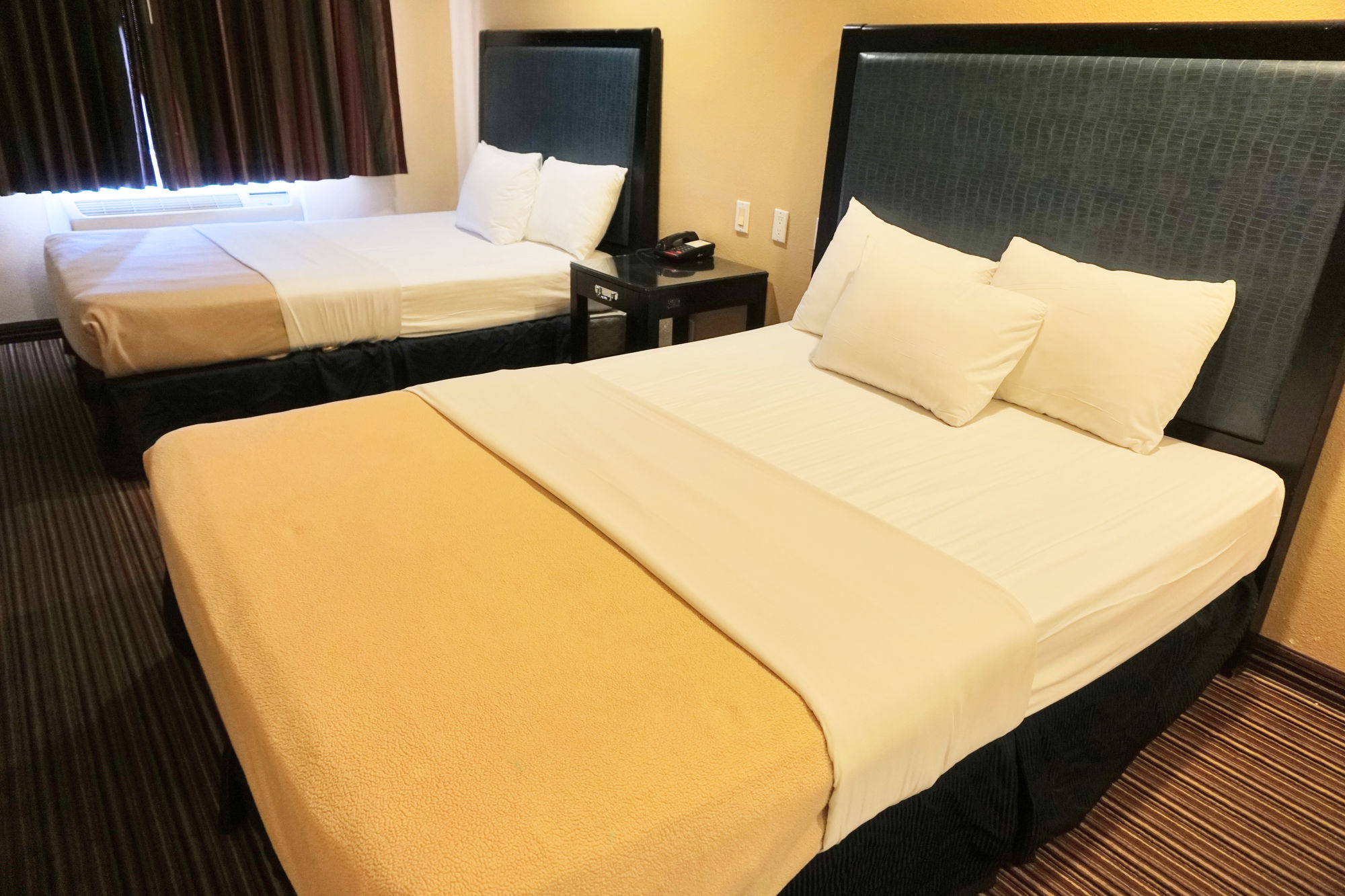 discount coupon for hollywood inn express south in los. Black Bedroom Furniture Sets. Home Design Ideas