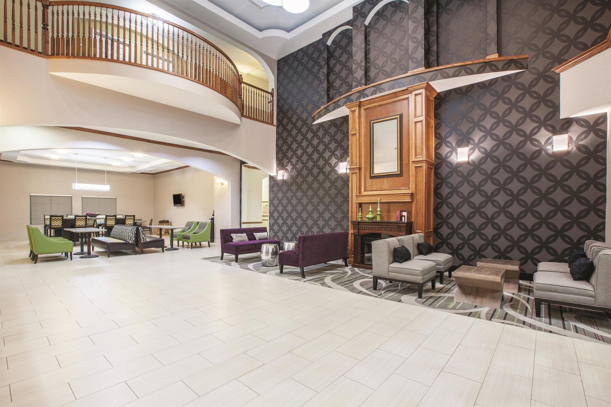 La Quinta Inn & Suites Gainesville - 70 Photos & 21 ...