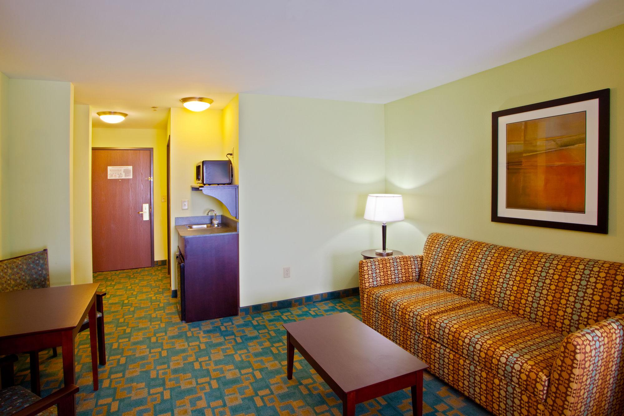 Holiday Inn Express & Suites in Thornburg, VA
