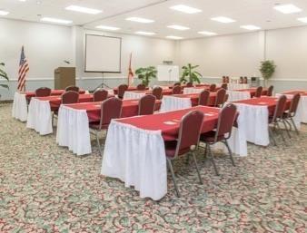 Days Inn & Suites in Navarre, FL
