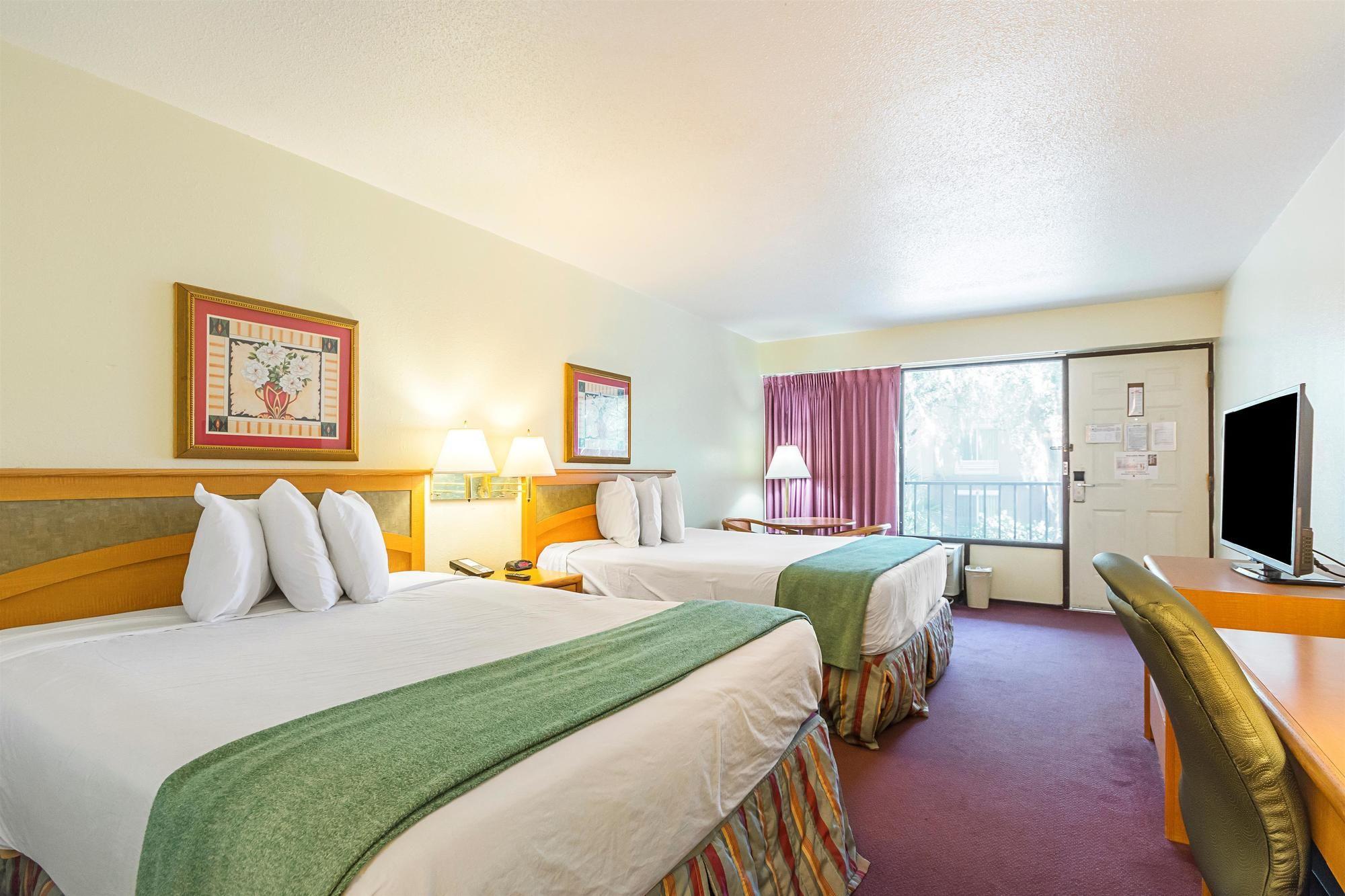 Americas Best Value Inn & Suites Melbourne pool