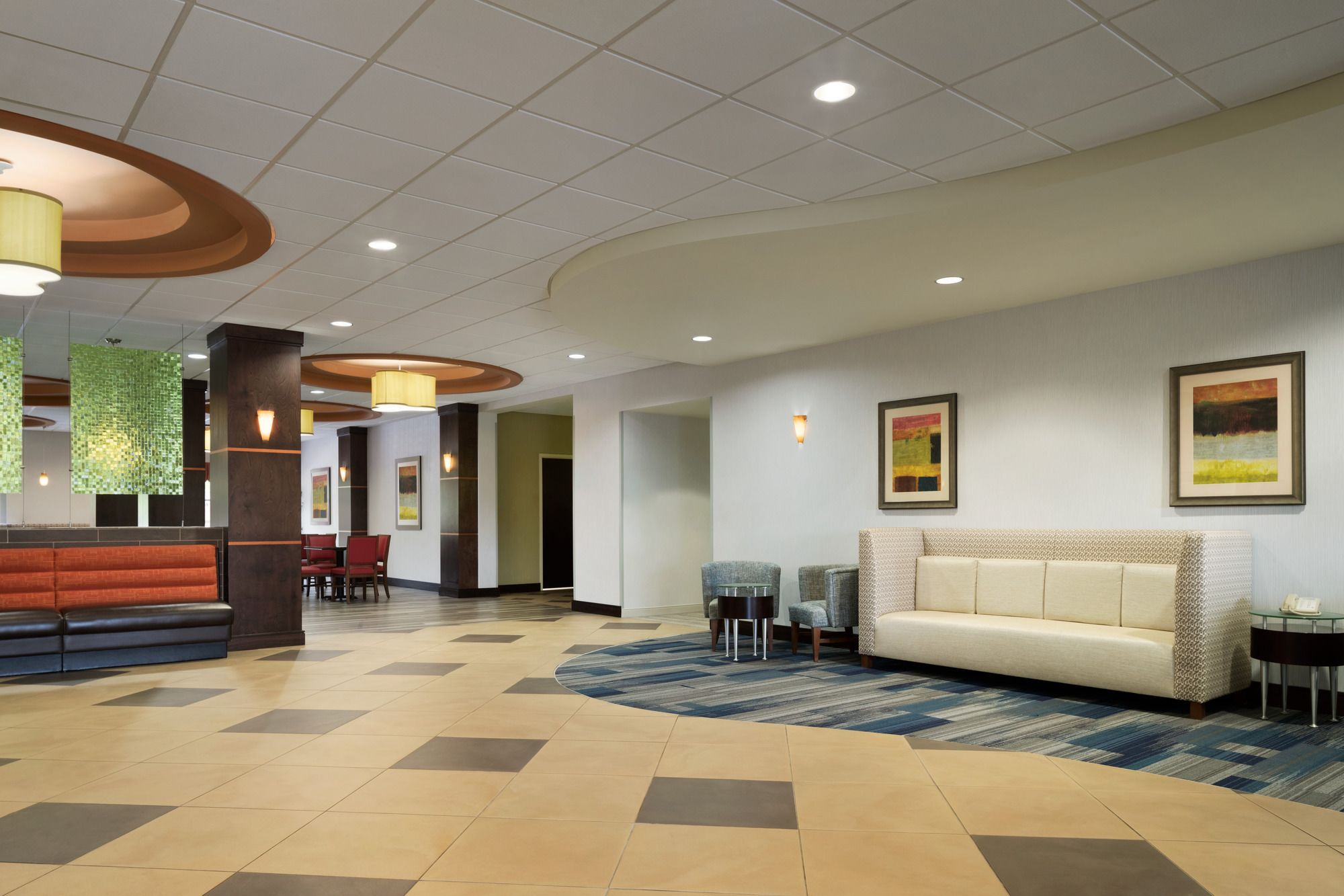 Holiday Inn Express in Clinton, TN