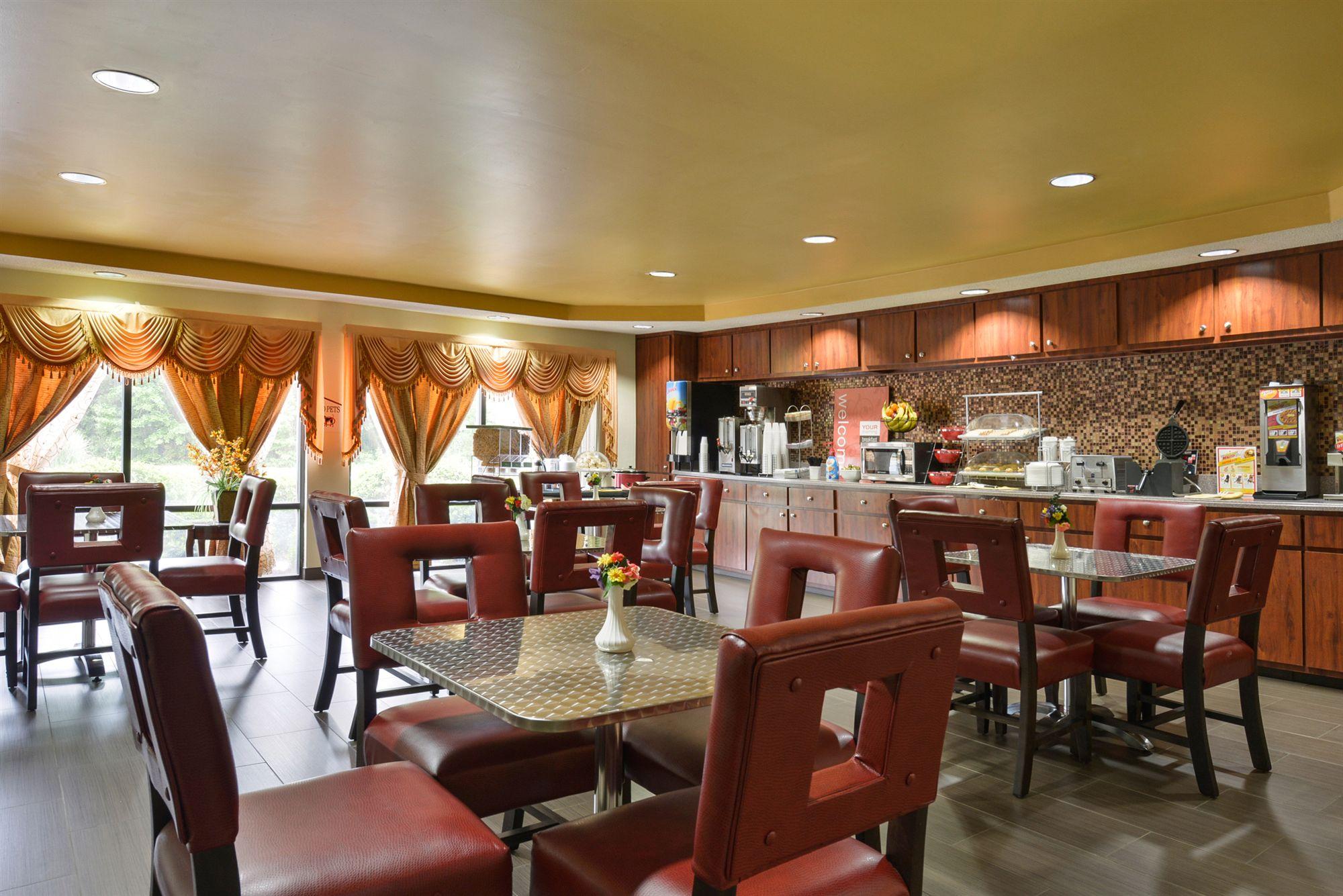 Red Roof Inn & Suites in Savannah, GA