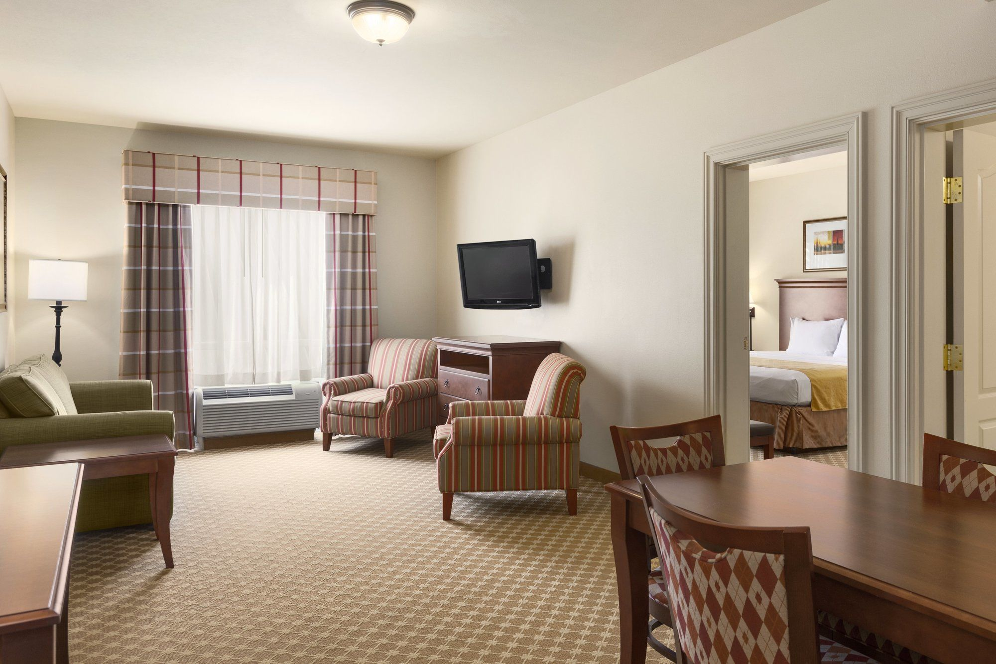 Country Inn & Suites in Tifton, GA