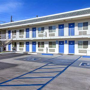 Motel 6 Phoenix Airport - 24th Street><span class=