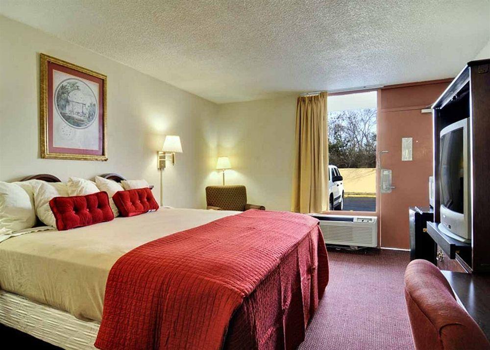 Econo Lodge in Macon, GA
