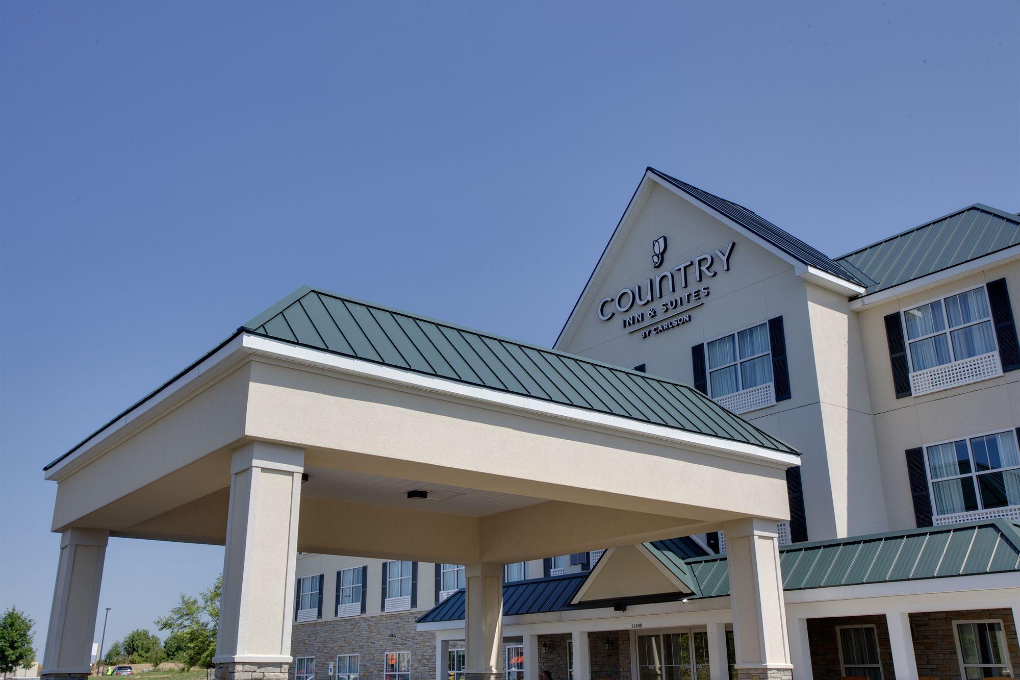 Breakfast Room at Country Inn & Suites Ashland VA Hotel