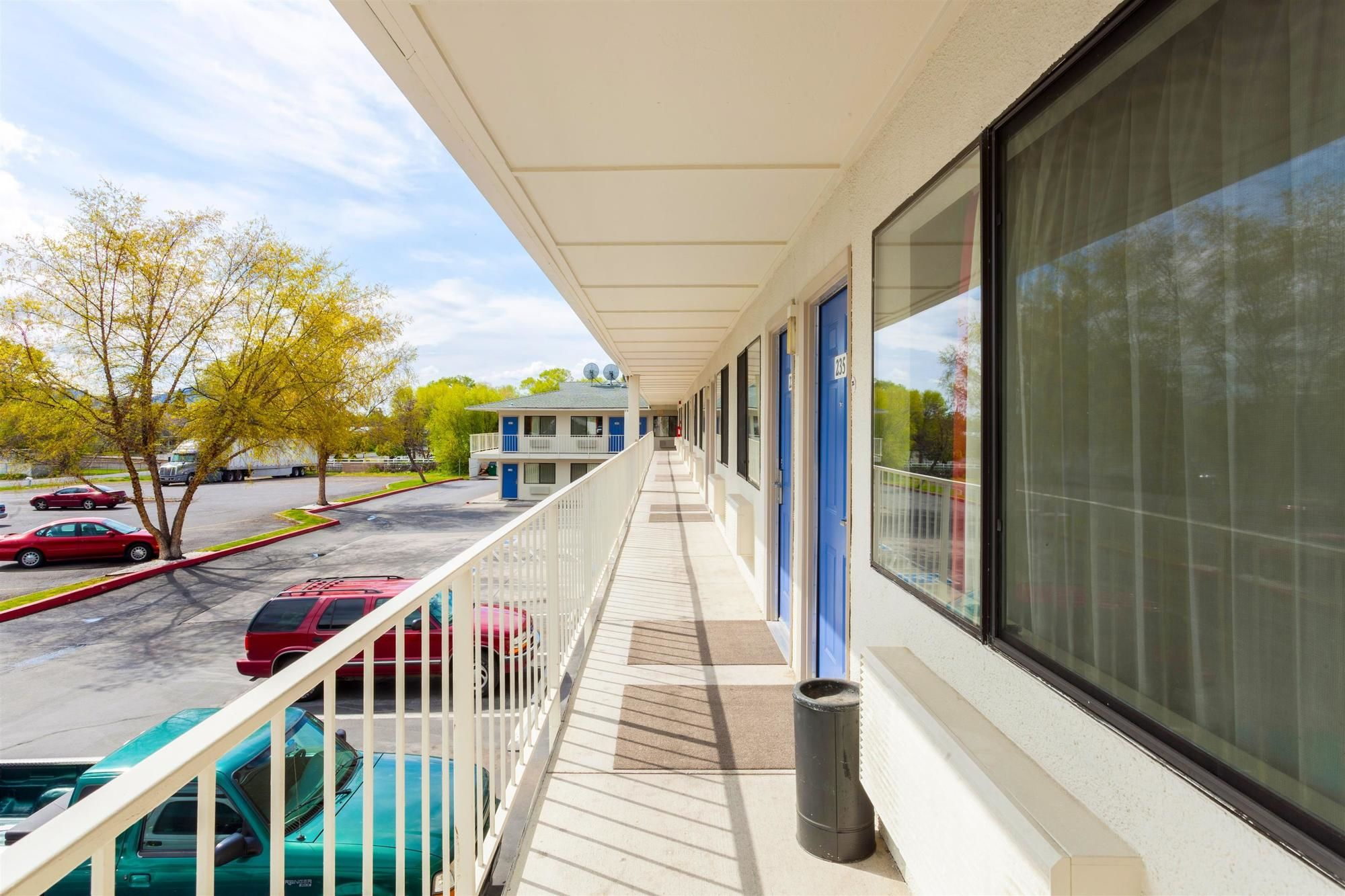 Discount coupon for motel 6 klamath falls in klamath falls oregon save money for Klamath falls hotels with swimming pool