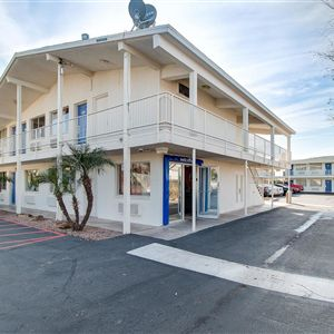 Motel 6 Phoenix East><span class=