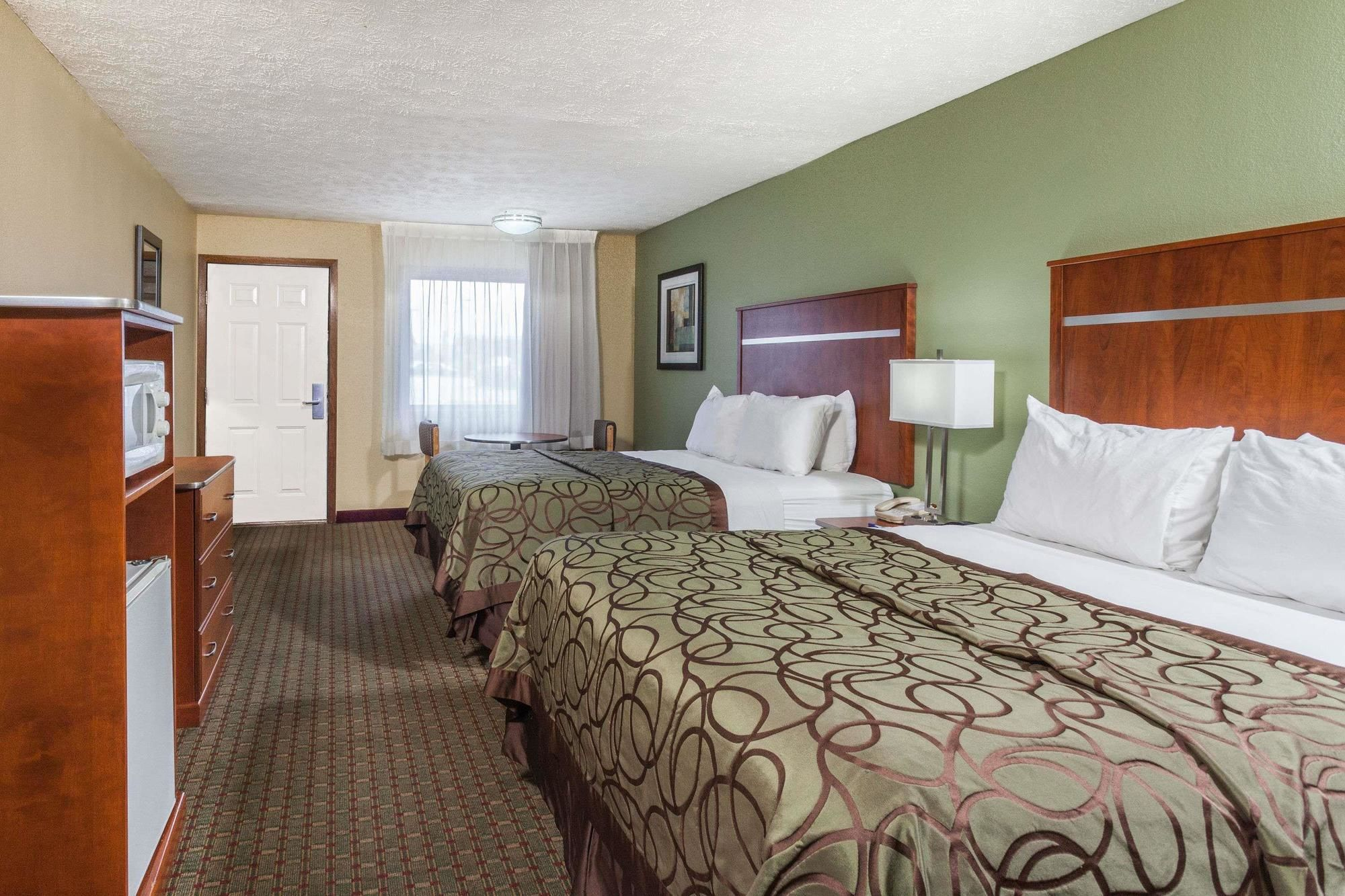 Baymont Inn & Suites Pigeon Forge in Pigeon Forge, TN