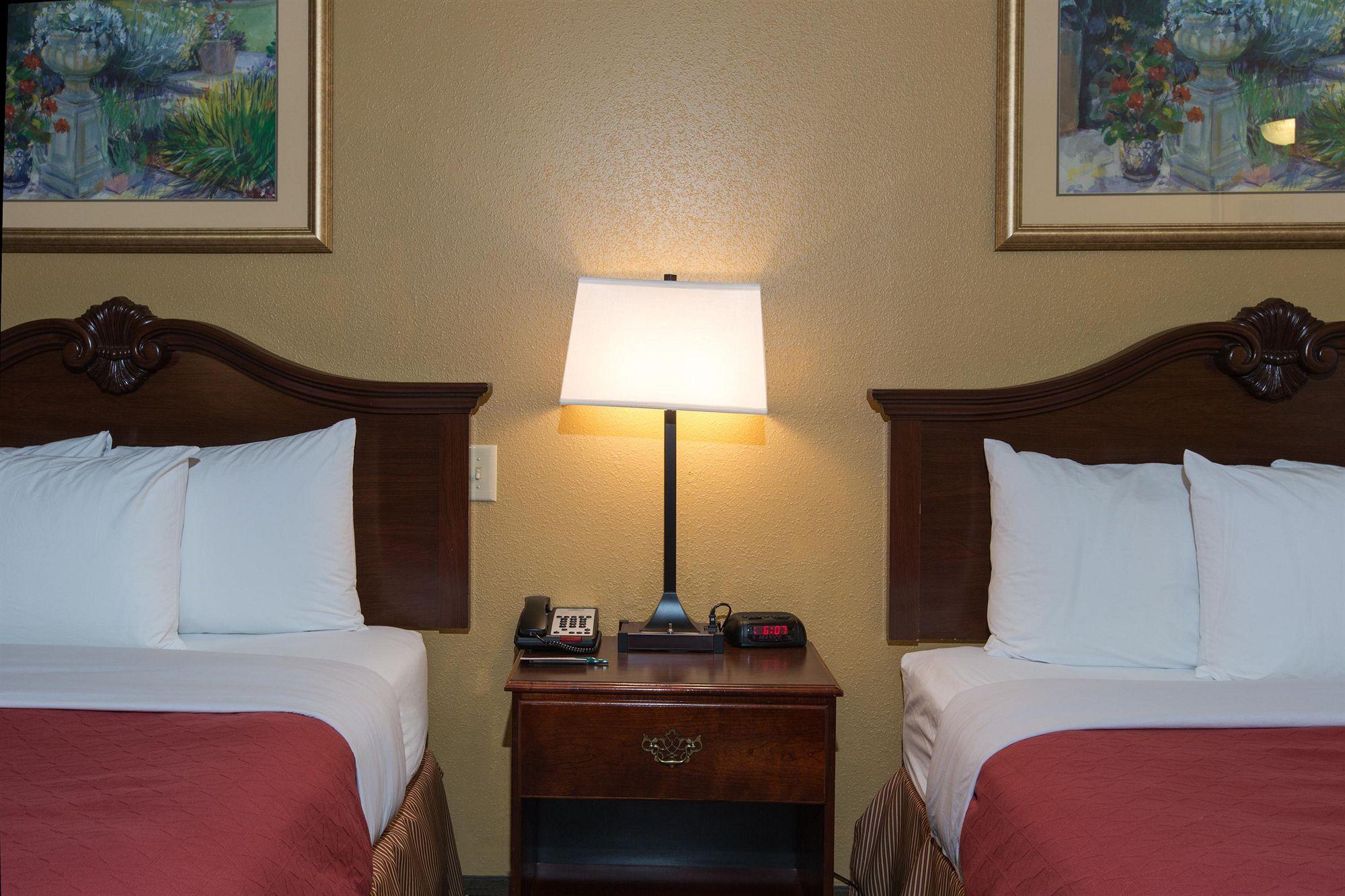 Country Inn & Suites in Lumberton, NC