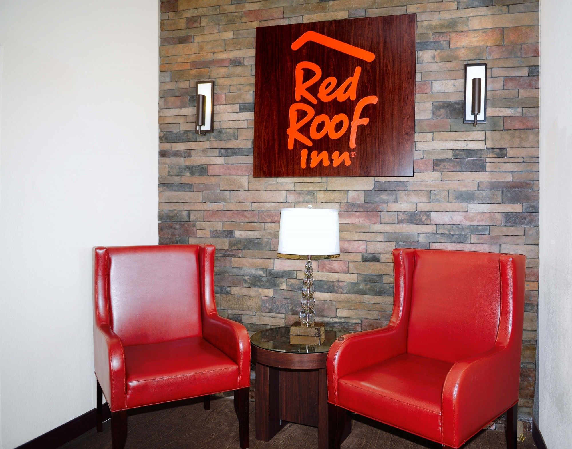 Red Roof Inn in Suwanee, GA