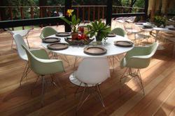 Ambiente - I Cadeiras conchinha  e mesa Saarinen