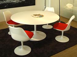 Ambiente - Mesa Saarinen com cadeiras Tulipa s/ braço