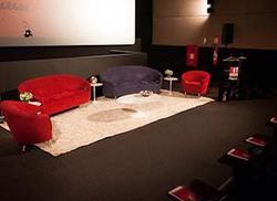 Ambiente - III Conjunto de sofás e poltronas Parisi e mesas de centro e lateral Saarinen