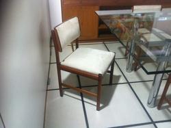 Cadeira Scapinelli tecido claro