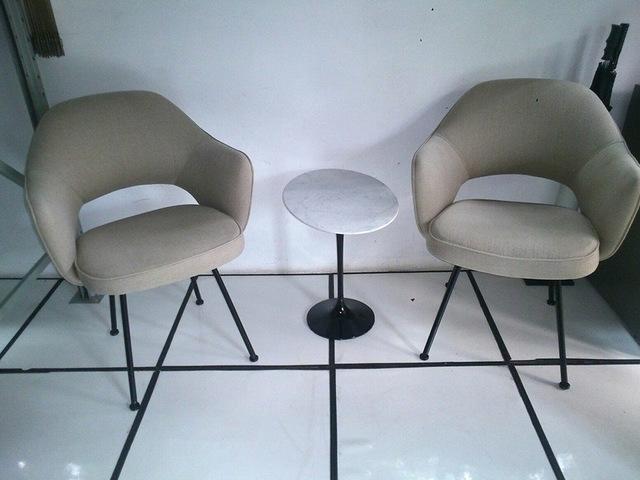 Cadeira Saarinen 71 fixa