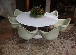 Ambiente - I Mesa Saarinen e cadeira conchinha com braço base torre