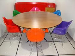 Ambiente - Mesa Florence - Knoll com cadeira conchinha colorida