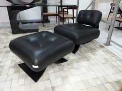 Poltrona Easy Chair com Banqueta Niemeyer