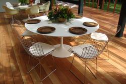 Ambiente - I Cadeiras Bertoia e mesa Saarinen