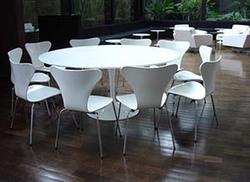 Ambiente - Mesa Saarinen com cadeiras Dinamarquesa