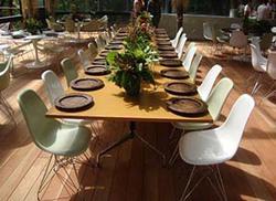 Ambiente - I Mesa segmentada e cadeiras conchinha base torre
