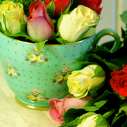 Bright_green_cup_with_roses_card