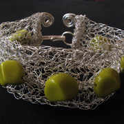 Silver_wire_bracelet__with_green_beads_card