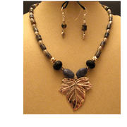 Metal_leaf_clay_bead_necklace_002_card