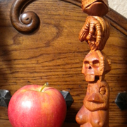 Totem_with_apple_card