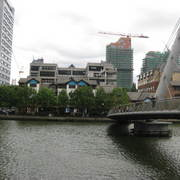 Canary_wharf_walking_bridge_card