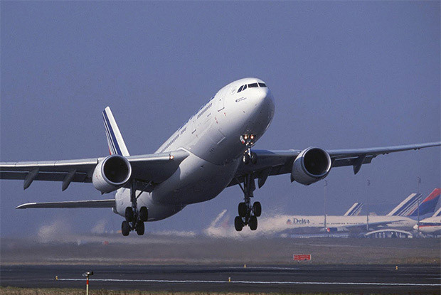 Voyager_bebe_avion
