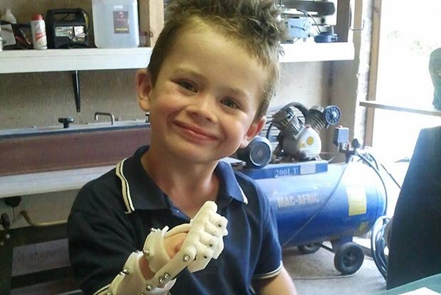Makerbot-robothand-enfant