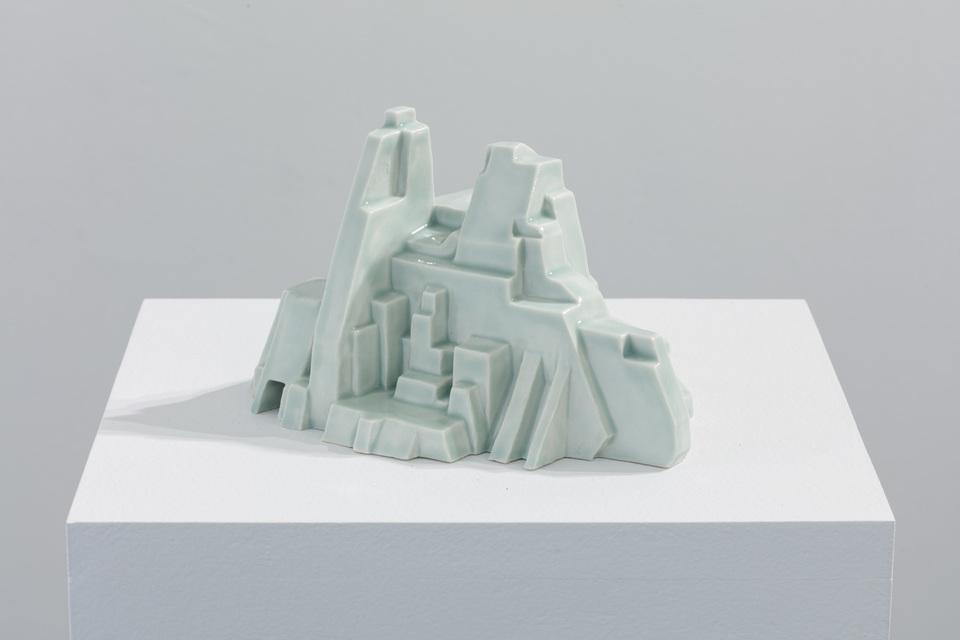 2019, porcelain, 17 x 16 x 10 cm