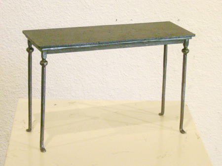 Quarter_scale_side_table