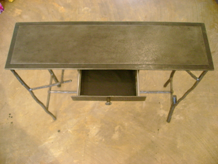 Twig_table_with_drawer