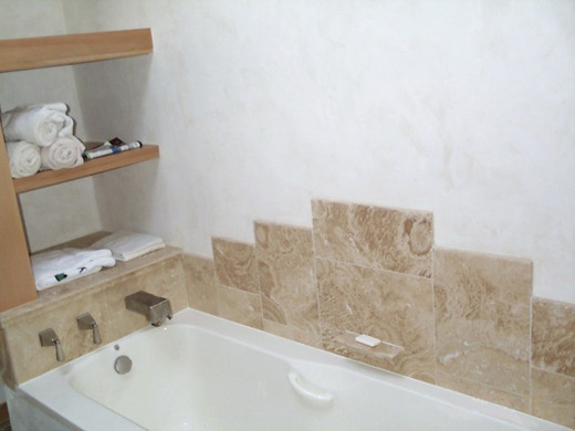 Medium_photo2_whitetanbathroom