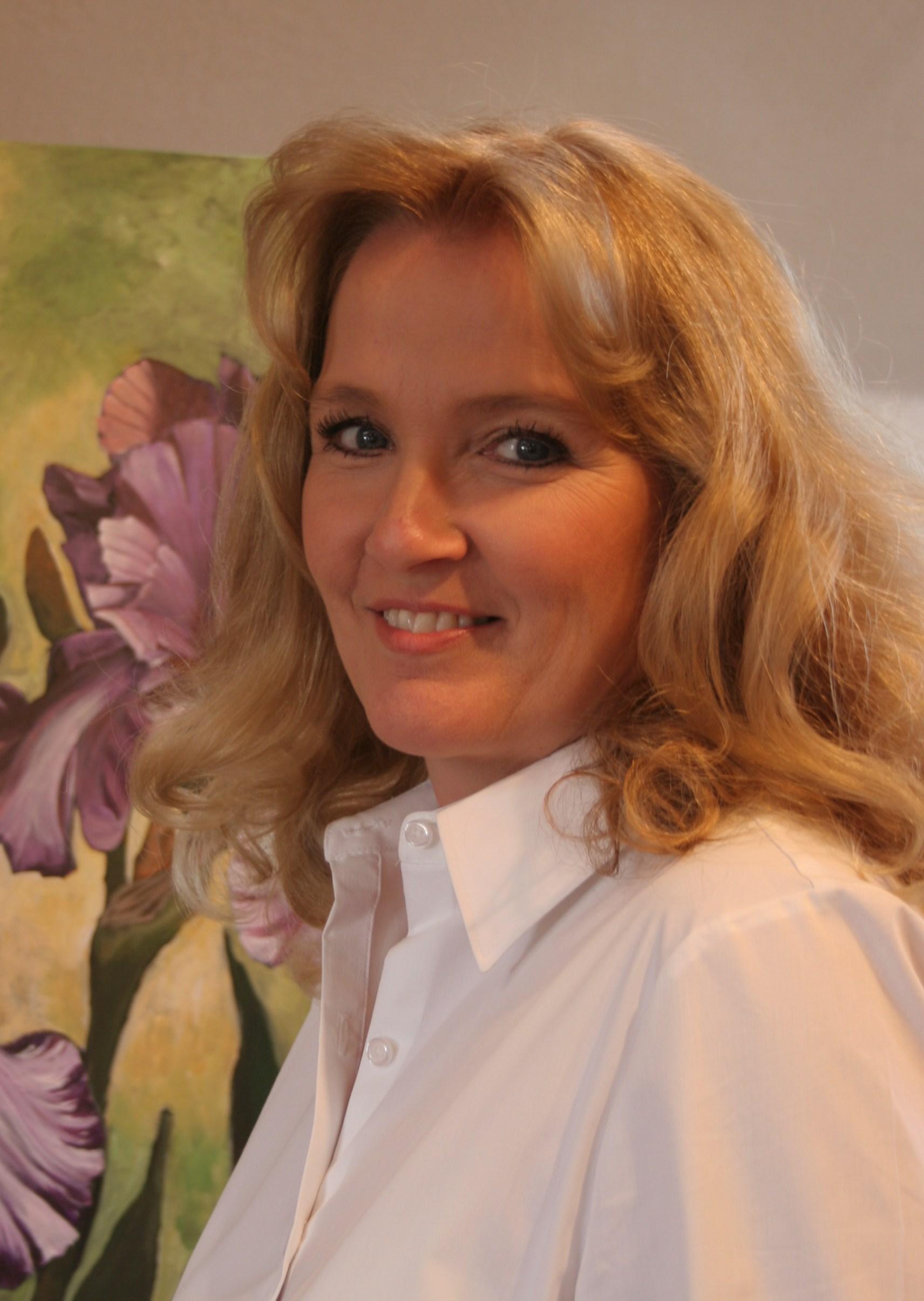 DIANE IN HER STUDIO IN PHOENIX, AZ